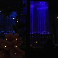 Foto diambil di HaChi Restaurant & Lounge oleh Shivram S. pada 2/10/2013
