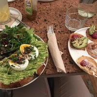 Das Foto wurde bei Okay Café von Anna S. am 10/1/2017 aufgenommen
