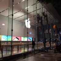 รูปภาพถ่ายที่ Apple Omotesando โดย Toshiya K. เมื่อ 6/9/2014