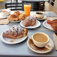 Das Foto wurde bei Tartine Bakery von Daddy F. am 10/23/2012 aufgenommen