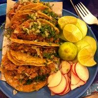 Foto tirada no(a) Tacos Charly por Erik I. em 7/21/2013