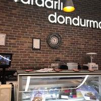 Foto tomada en Vardarlı Dondurma & Cafe por Sedef 👑 el 11/9/2018