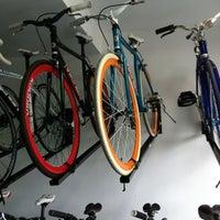 Foto tomada en Jamur Bikes por Venâncio F. el 10/25/2012