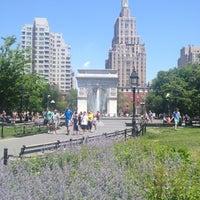 6/1/2013 tarihinde Marianna V.ziyaretçi tarafından Washington Square Park'de çekilen fotoğraf
