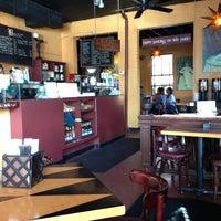 Photo prise au Empire Cafe par Judy T. le3/16/2013