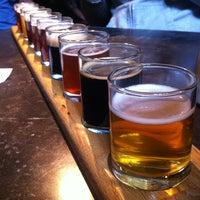 Foto tomada en Portsmouth Brewery por Gizem K. el 3/16/2013
