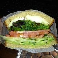 Снимок сделан в Bowery Eats пользователем Kathryn 4/15/2013