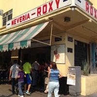 Foto scattata a Nevería Roxy da America S. il 4/21/2013