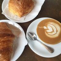 Photo prise au Verve Coffee Roasters par Tess C. le10/14/2015