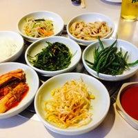 Foto scattata a Isana Restaurant da Evee W. il 4/6/2014