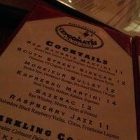 Foto tomada en Les Zygomates Wine Bar Bistro por Brian K. el 1/23/2013