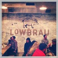 12/29/2012 tarihinde Kyle L.ziyaretçi tarafından LowBrau'de çekilen fotoğraf