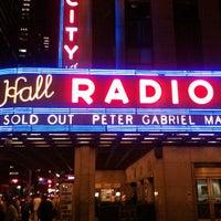 Das Foto wurde bei Radio City Music Hall von Nikelii B. am 3/8/2013 aufgenommen