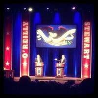 Foto tomada en Lisner Auditorium por Jon H. el 10/7/2012