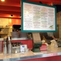 11/27/2012 tarihinde Cody S.ziyaretçi tarafından Paseo Caribbean Food'de çekilen fotoğraf