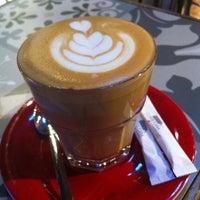 Photo prise au Coffeetopia par Gamze R. le12/11/2014