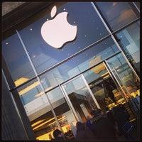 Das Foto wurde bei Apple Jungfernstieg von Rifat C. am 3/22/2013 aufgenommen