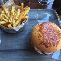 Foto scattata a 7/70 Pizza&Burger da Egemen T. il 8/17/2016