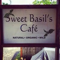 Снимок сделан в Sweet Basil's Cafe пользователем Dan K. 6/29/2013
