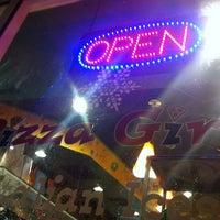 12/28/2012 tarihinde Thys I.ziyaretçi tarafından Pizza Girls WPB'de çekilen fotoğraf