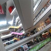 Foto tirada no(a) Millennium Mall por Dubini G. em 5/20/2013