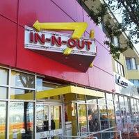Foto scattata a In-N-Out Burger da Andrew S. il 2/28/2013