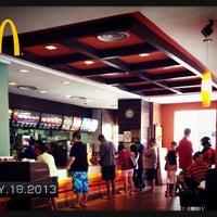 Foto diambil di McDonald's / McCafé oleh Goh kjian  오캐진 pada 5/18/2013