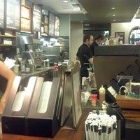 11/10/2012 tarihinde Esteban S.ziyaretçi tarafından Starbucks'de çekilen fotoğraf