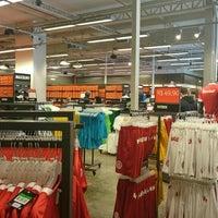 ... Foto tirada no(a) Nike Factory Store por Leonardo C. em 7  ... e06009f8cc445