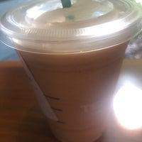 Das Foto wurde bei Starbucks von Yue L. am 9/28/2018 aufgenommen