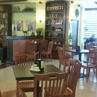 Foto scattata a Sierra Coffee Tash Rabat da Олька Л. il 5/14/2014
