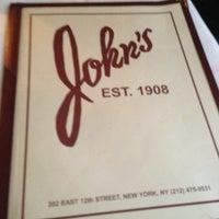 Das Foto wurde bei John's of 12th Street von Chistopher P. am 1/25/2013 aufgenommen