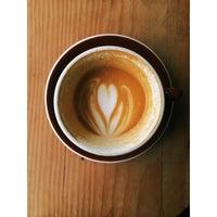 4/21/2014 tarihinde Jonathon D.ziyaretçi tarafından Devout Coffee'de çekilen fotoğraf
