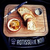 2/24/2014 tarihinde Rotisserie Noirziyaretçi tarafından Rotisserie Noir'de çekilen fotoğraf