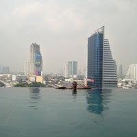 10/16/2012 tarihinde Jonathan M.ziyaretçi tarafından Eastin Grand Hotel Sathorn'de çekilen fotoğraf