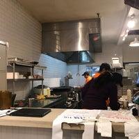 12/17/2017 tarihinde Vikramziyaretçi tarafından Masala Kitchen : Kati Rolls & Platters'de çekilen fotoğraf