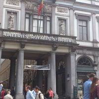 6/9/2013 tarihinde Andrey V.ziyaretçi tarafından Galeries Royales Saint-Hubert / Koninklijke Sint-Hubertusgalerijen'de çekilen fotoğraf