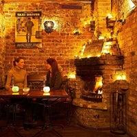 Foto diambil di Şah Cafe & Bar oleh Kayhan P. pada 2/10/2012