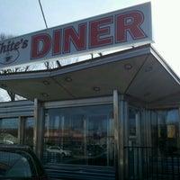 รูปภาพถ่ายที่ White's Diner โดย Anthony C. เมื่อ 3/5/2012