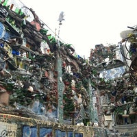 Foto tirada no(a) Philadelphia's Magic Gardens por Ellen em 7/29/2012