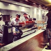 3/13/2012 tarihinde Matt D.ziyaretçi tarafından Blue Bottle Coffee'de çekilen fotoğraf