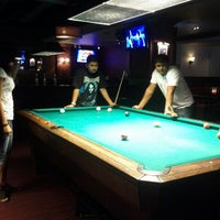 Foto tirada no(a) Society Billiards + Bar por Priyanka M. em 8/14/2012