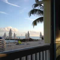 Photo prise au Southernmost Beach Cafe par Thaine C. le2/17/2012
