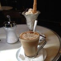 Снимок сделан в Café de Ruiz пользователем HelenwithH 3/25/2012