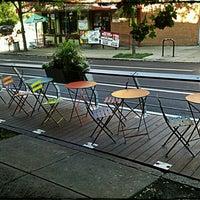 Foto scattata a Green Line Cafe da Christopher C. il 6/27/2012