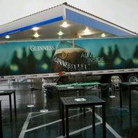 Снимок сделан в McMullan's Irish Pub пользователем Scott R. 3/18/2012