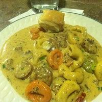 Das Foto wurde bei Romeo's Euro Cafe von 🏠 Sheresa 🏠 am 2/3/2012 aufgenommen