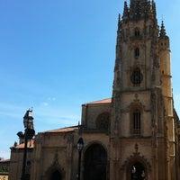 Foto tomada en Catedral San Salvador de Oviedo por M G. el 8/13/2012