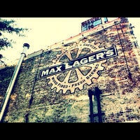 Foto tomada en Max Lager's Wood-Fired Grill & Brewery  por eat. drink. repeat. el 7/19/2012