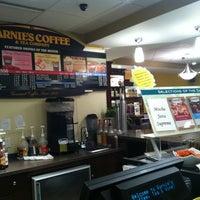 Foto scattata a Barnie's Coffee & Tea Co. da J. P. il 3/30/2012